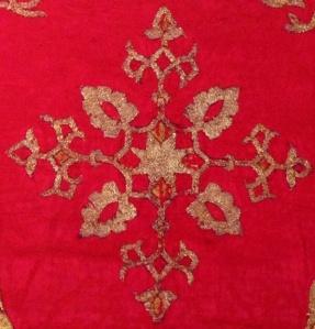 Vicenza, Chiesa di Santa Croce, ricamo tessuto XIII secolo