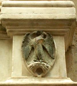 Stemma dell'arte di Calimala sulla nicchia della chiesa di Orsanmichele a Firenze