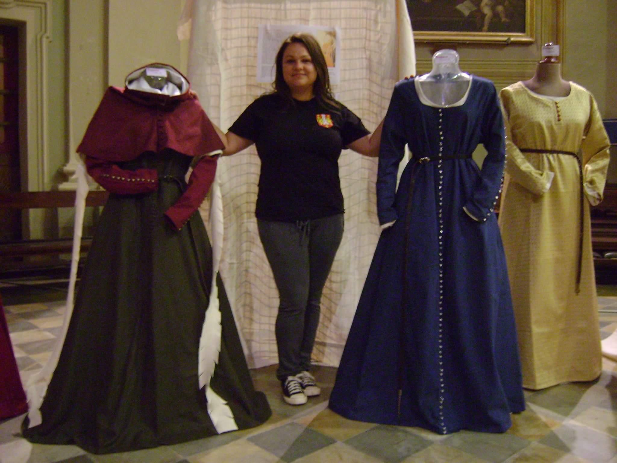 new arrivals 1e3e7 629ed La moda femminile in Piemonte dal 1300 al 1450 | Vestioevo