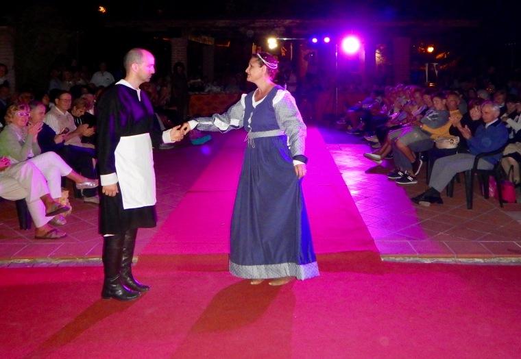 La veste, conosciuta come gamurra, è stata realizzata dalla stessa modella Ornella